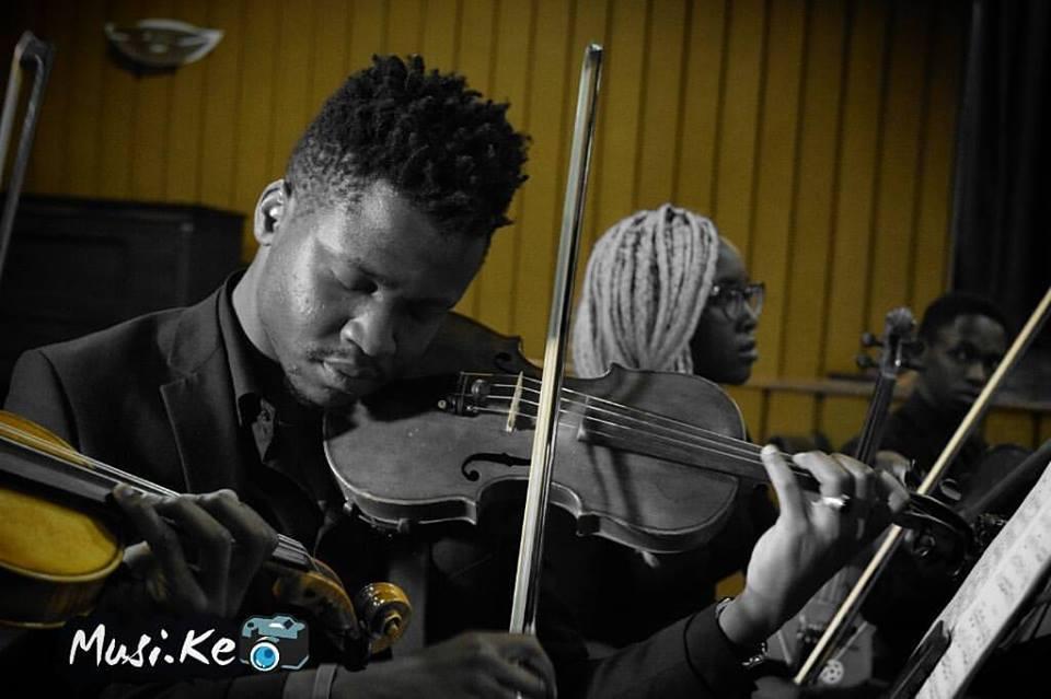 violinist enjoying music