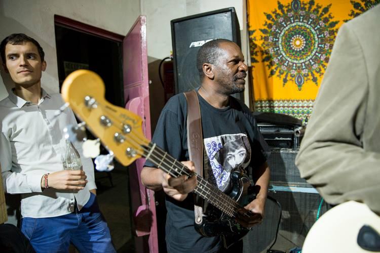 Dave Otieno performing at Dagoz with Ogunlano